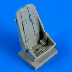 Me 163B seat with safety belts - 1/32
